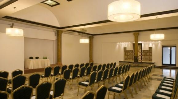 Hotel MDM w Warszawie, Pl. Konstytucji 1